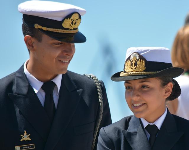 pár v uniformě