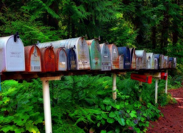 schránky u lesa