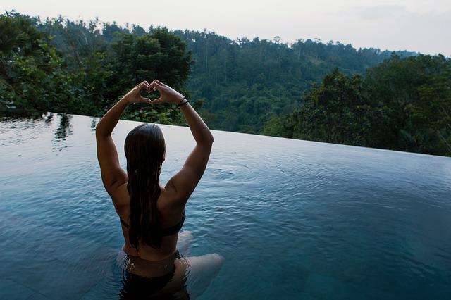 Meditace v bazénu