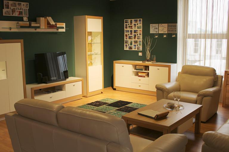 velkou obývací stěnu lze různě sestavit