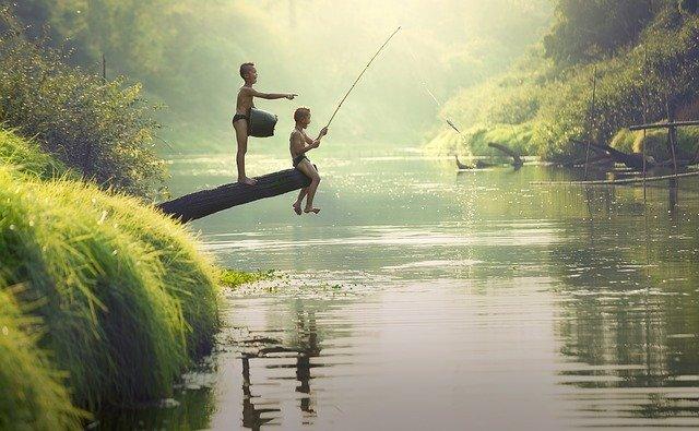 rybařící chlapci