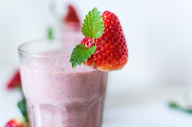 jahodový proteinový nápoj